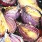 Czerwone cebulki z fenkułem