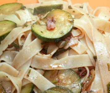 Makaron Z Pikantną Cukinią Kuchnia Włoska Przepisy